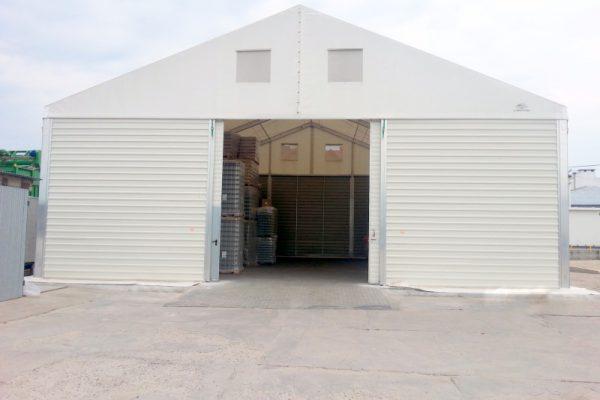 Dużej wejście do hali namiotowej