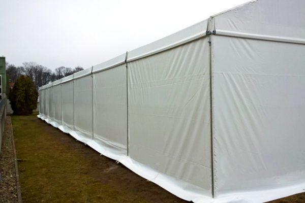Biała hala namiotowa w Kętrzynie pod Białymstokiem