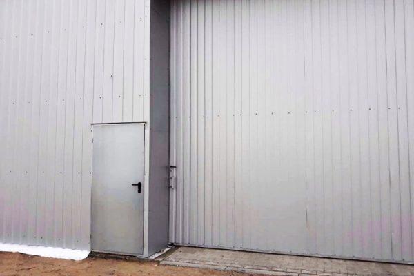 Drzwi do hali magazynowej okolice Lublina