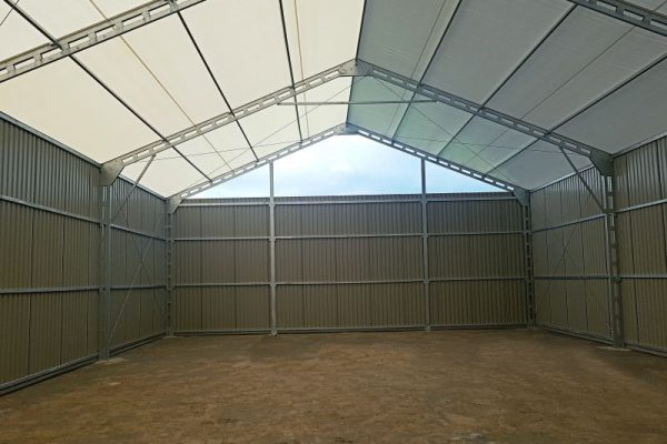 Wnętrze hali namiotowej szarej Białystok