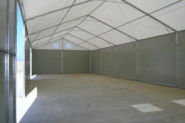 Wnętrze hali namiotowej zabudowanej