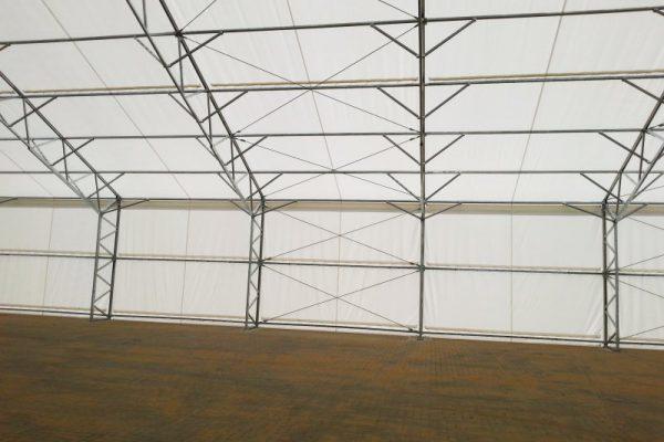 Widok na halę namiotową pod Warszawą