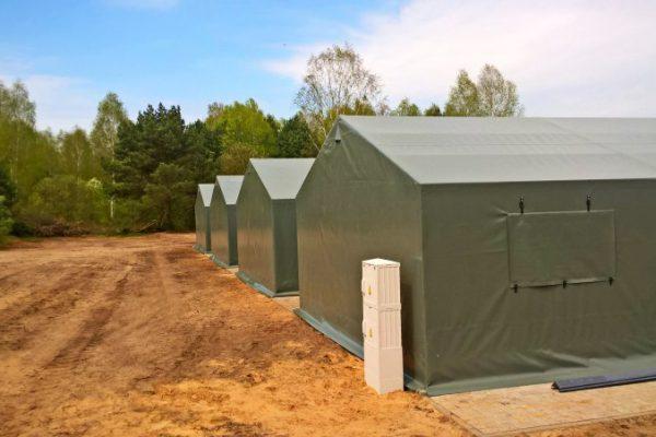 Szereg hal namiotowych wojskowych Białystok