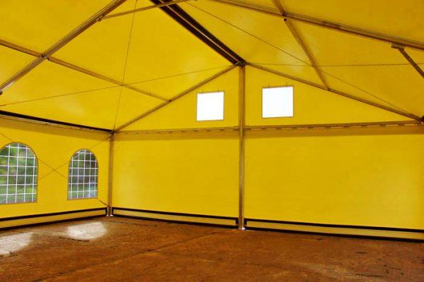 Żółta hala z wnętrza Białystok
